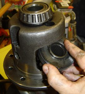 Disassembly_Rear Diff_Clutch Pack removal_top pack_in vise